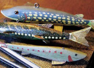 Decoys sind hölzerne Lockfische aus Amerika. Heute sind die aufwändigen Schnitzereien begehrte Sammlerobjekte.