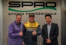 Von links: Verkaufsleiter Markus Brill Heck, Jan Pusch und SPRO-Geschäftsführer Yoshitaka Yamaguchi.