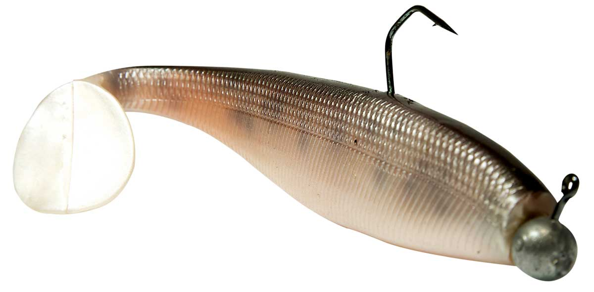 Die schlanke Körperform in Kombination mit einem großen Schaufelschwanz lässt den Pro Shad sehr stark flanken.
