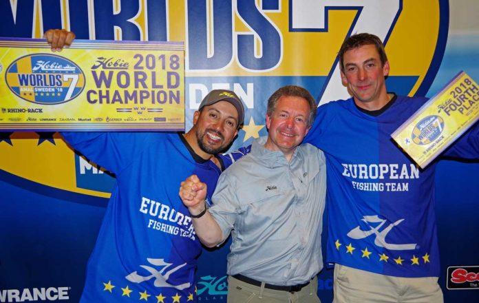 Spro-Teamangler Salah (links) freut sich über seinen Weltmeistertitel im Kajakangeln.