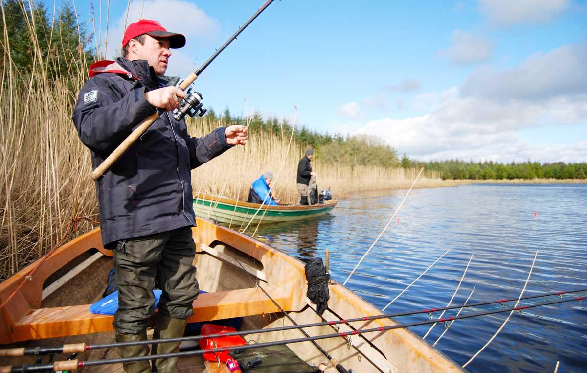 Posenangeln mit totem Köderfisch ist vor allem in der kalten Jahreszeit besonders effektiv.
